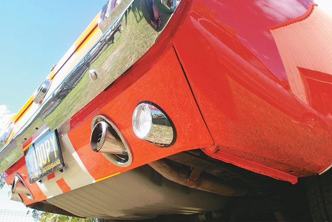 Ford -mustang -resto -exhaust -pipes