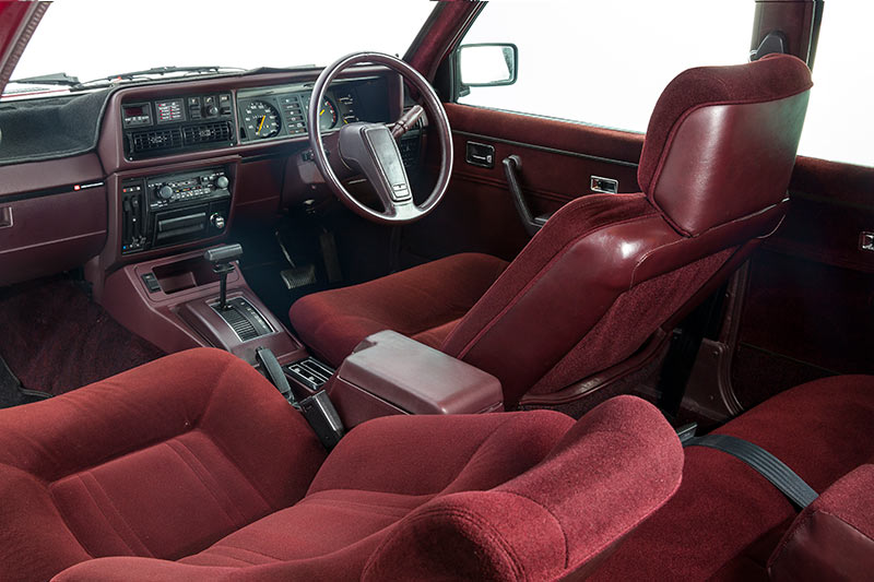 Holden -Commodore -VH-SLE-interior