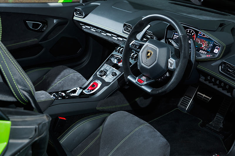 video lamborghini huracan lp610 4 spyder review. Black Bedroom Furniture Sets. Home Design Ideas