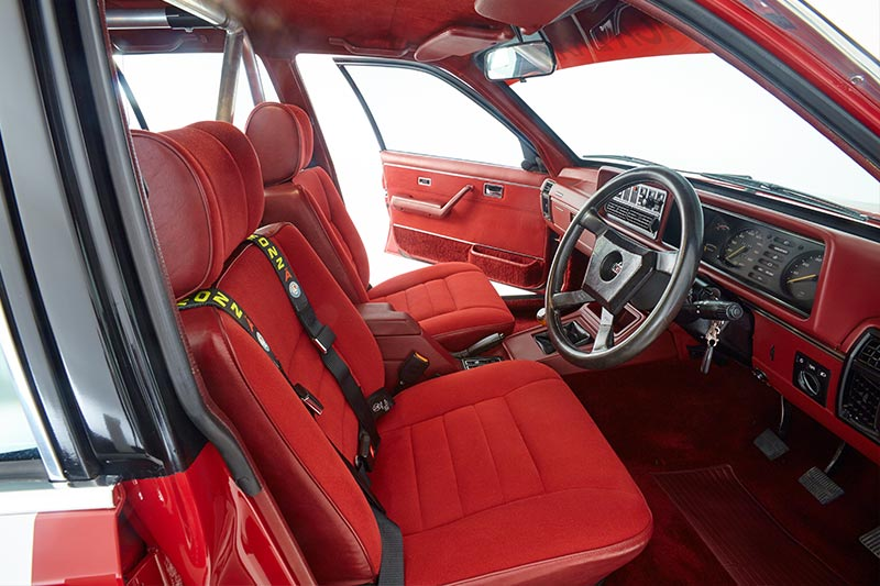 Hdt -commodore -vc -red -interior -front