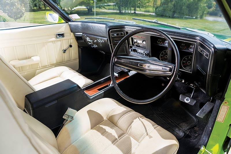 Ford -falcon -coupe -interior -front