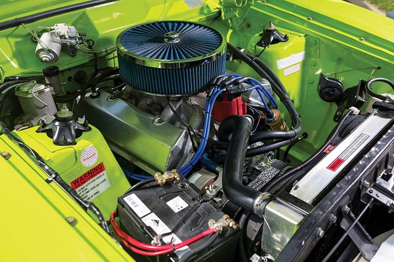Ford -falcon -coupe -engine -bay -2