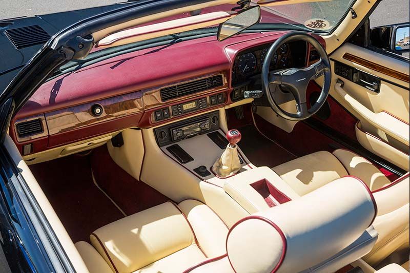 Lister -le -mans -interior -front