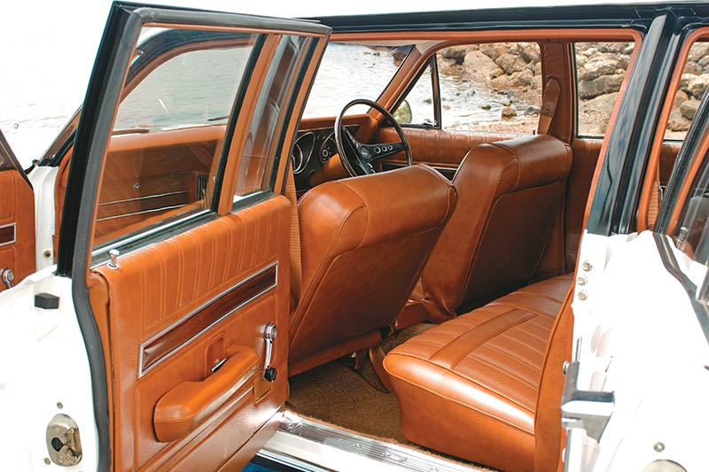 Ford -falcon -xy -stretch -interior